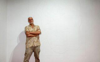 Ο εικαστικός Ηλίας Παπαηλιάκης συμμετέχει με το έργο του «Head with hand» (2019).