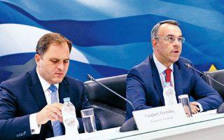 Ο διοικητής της ΑΑΔΕ Γ. Πιτσιλής και ο υπουργός Οικονομιών Χρ. Σταϊκούρας κατά την παρουσίαση των ηλεκτρονικών βιβλίων. Με το νέο σύστημα αυτοματοποιούνται οι διαδικασίες συμπλήρωσης και υποβολής δηλώσεων, μειώνεται το διαχειριστικό κόστος για τις επιχειρήσεις και καταργούνται οι συγκεντρωτικές καταστάσεις προμηθευτών - πελατών.
