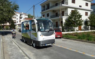 Από τον ερχόμενο Σεπτέμβριο τα δύο αυτόματα λεωφορεία θα δρομολογηθούν σε δύο αστικές γραμμές, συνδέοντας το κέντρο της πόλης με τα ΣΕΦΑΑ (πρώην ΤΕΦΑΑ) και με τον σταθμό των ΚΤΕΛ.