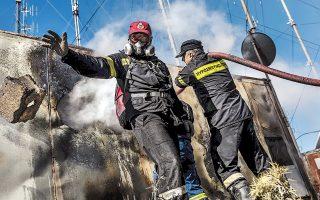 Μέχρι την κορυφή του Υμηττού έφθασε η μεγάλη πυρκαγιά που ξεκίνησε από τη θέση Προσήλιο του Δήμου Παιανίας. Η φωτιά προκάλεσε ζημιές στις εγκαταστάσεις ραδιοφωνικών σταθμών στην περιοχή. Προβληματισμό γεννάει το ενδεχόμενο να προκλήθηκε από βραχυκύκλωμα σε καλώδια της ΔΕΗ.