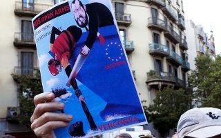 Ισπανοί διαδηλωτές ζητούν άμεση δράση για τους 400 διασωθέντες.