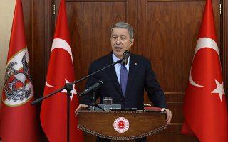 «Η προσπάθεια άμβλυνσης του καθεστώτος της εγγυήτριας δύναμης της Τουρκίας δεν είναι παρά μια μάταιη ελπίδα» είπε, μεταξύ άλλων, ο Τούρκος υπουργός Εθνικής Αμυνας Χουλουσί Ακάρ.
