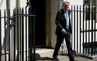 Ανταρσία Συντηρητικών βουλευτών κατά του Βρετανού πρωθυπουργού προανήγγειλε εμμέσως ο Φίλιπ Χάμοντ.