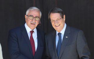 Μ. Ακιντζί και Ν. Αναστασιάδης σε συνάντησή τους στις αρχές Αυγούστου.