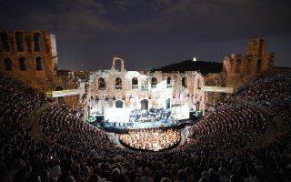 Το Ηρώδειο στις δόξες του με ασφυκτική πληρότητα. Δεν έπεφτε ούτε καρφίτσα στην παράσταση της «Τραβιάτας» από την ΕΛΣ, στο πλαίσιο του Φεστιβάλ Αθηνών. ΧΑΡΗΣ ΑΚΡΙΒΙΑΔΗΣ