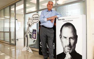 Ο Θανάσης Ψυχογιός, ο αυτοδημιούργητος εκδότης που ξεκίνησε ως πλασιέ, είναι σήμερα ο ιδρυτής ενός από τους πιο επιτυχημένους εμπορικά εκδοτικούς οίκους στην Ελλάδα, με συγγραφείς που σπάνε ρεκόρ πωλήσεων. «Από τον Σεπτέμβριο θα κυκλοφορήσουμε και βιβλιο-παιχνίδια εκπαιδευτικού χαρακτήρα», λέει.