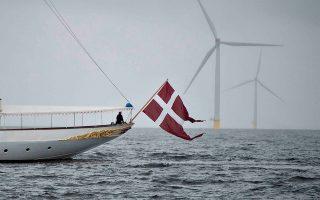 Ενα «πράσινο» φέρι μπόουτ πλέει στις θάλασσες της Δανίας.