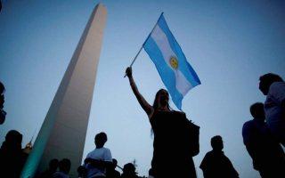 i-argentini-chanei-tin-ypomoni-tis-me-ton-makri0