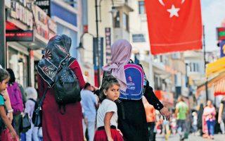 Η Τουρκία βρίσκεται σε κρίση λόγω της μεγάλης εκροής κεφαλαίων και της κατάρρευσης της τουρκικής λίρας, που έχουν προκληθεί από τον υψηλό πληθωρισμό και τον υπέρογκο δανεισμό του ενεργειακού και κατασκευαστικού κλάδου.