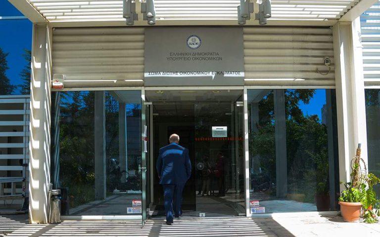 Ρόδος: Συλλήψεις «τσιλιαδόρων» που προειδοποιούσαν καταστηματάρχες για ελέγχους του ΣΔΟΕ