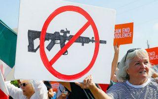 Στη φωτογραφία, ακτιβιστές διαδηλώνουν κατά της οπλοκατοχής στο Ντέιτον του Οχάιο.