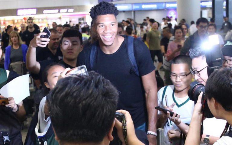 Σούπερ σταρ και στην Κίνα ο Giannis (φωτογραφίες)