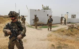 afganistan-oi-ipa-etoimazontai-na-aposyroyn-chiliades-stratiotes-apo-ti-chora0