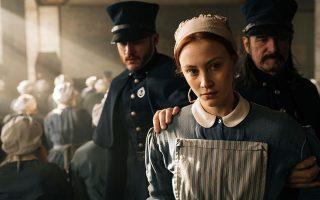 Η «Αλλη Γκρέις» της Μάργκαρετ Ατγουντ προσαρμόστηκε υποδειγματικά για την τηλεόραση (Netflix) από τη Σάρα Πόλεϊ και το αποτέλεσμα είναι μια μίνι σειρά έξι επεισοδίων με την «εγκεφαλική» σκηνοθεσία της Μέρι Χάρον.