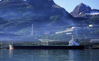 Η ιστορία της ΒΡ στην Αλάσκα αρχίζει το 1959. Οι εξορύξεις στη σημαντικότερη πετρελαιοπηγή εκεί, στο Προυντόε Μπέι, ξεκίνησαν το 1968, ενώ στη συνέχεια παρήγε πετρέλαιο από την πετρελαιοπηγή αυτήν από το 1977. Πρόκειται για την πλέον παραγωγική πετρελαιοπηγή της αμερικανικής ιστορίας, καθώς έχουν αντληθεί από αυτήν 13 δισ. βαρέλια πετρελαίου έως σήμερα.