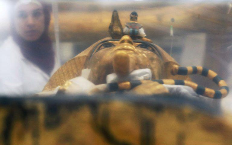 Αίγυπτος: Παρουσιάσθηκε η υπό αποκατάσταση σαρκοφάγος του Τουταγχαμών (φωτογραφίες)