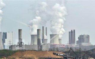 Η χρήση άνθρακα και πετρελαίου πρέπει να περιοριστεί στο ελάχιστο προκειμένου να μειώσουμε τις επιπτώσεις από την κλιματική αλλαγή. ASSOCIATED PRESS