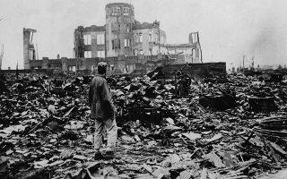 Σκηνικό αποκάλυψης στη Χιροσίμα, λίγο μετά τη ρίψη της πρώτης ατομικής βόμβας στην πόλη, το 1945. ASSOCIATED PRESS