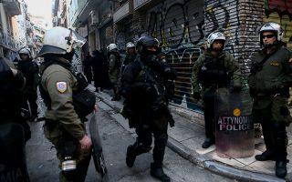 Στιγμιότυπο από παλαιότερη αστυνομική επιχείρηση εκκαθάρισης υπό κατάληψη κτιρίων στο κέντρο της Αθήνας.