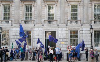 Διαδηλώσεις, δικαστικές προσφυγές, συλλογές υπογραφών. Οι αντίπαλοι του Brexit προσπαθούν να οργανωθούν με κάθε τρόπο.