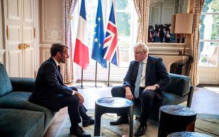 O Εμ. Μακρόν υποδέχθηκε τον Μπ. Τζόνσον στο Μέγαρο των Ηλυσίων την περασμένη Πέμπτη. Ο Γάλλος πρόεδρος προειδοποίησε ότι το άτακτο Brexit δεν είναι επιλογή της Ευρώπης, αλλά απόφαση του Βρετανού πρωθυπουργού.REUTERS