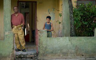 Το φιλμ παρακολουθεί τη ζωή του Κουβανού χορογράφου Κάρλος Ακόστα σε τρία διαφορετικά στάδια, από την παιδική του ηλικία (φωτ.) μέχρι την ωριμότητα.