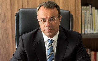 «Μέχρι στιγμής οι θεσμοί δεν έθεσαν ζήτημα επανεξέτασης του αφορολογήτου», λέει ο κ. Σταϊκούρας, ο οποίος σε ό,τι αφορά τη δεύτερη δόση της μείωσης του ΕΝΦΙΑ τόνισε: «Η δέσμευσή μας ισχύει στο ακέραιο. Και θα γίνει πράξη το συντομότερο δυνατόν».