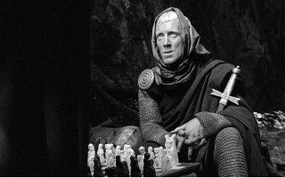 Σκηνή από την περίφημη παρτίδα σκακιού μεταξύ του Ιππότη και του Θανάτου, στην «Εβδομη σφραγίδα».