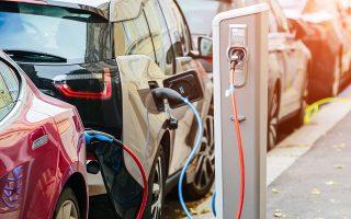 Η ανάπτυξη των ηλεκτρικών αυτοκινήτων εκτοξεύει τη ζήτηση για μπαταρίες λιθίου, τομέας στον οποίο οι ασιατικές χώρες έχουν το προβάδισμα. Αν όμως επαληθευθούν οι εκτιμήσεις για κοιτάσματα 200 εκατ. τόνων λιθίου στη Σερβία, τότε η Ευρώπη αποκτά έναν σημαντικό προμηθευτή και το Βελιγράδι μεγάλα οικονομικά οφέλη.