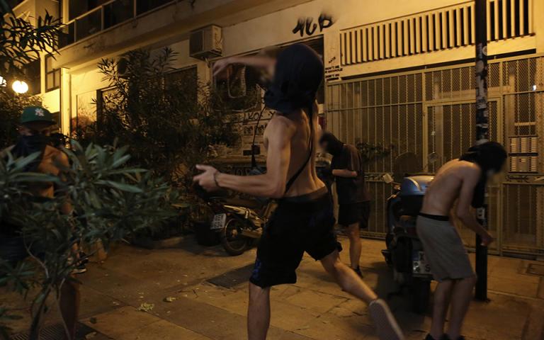 Δύο συλλήψεις για τις επιθέσεις σε βάρος αστυνομικών στα Εξάρχεια