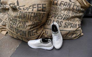 Οπως επισημαίνουν ερευνητές, ο κίνδυνος να αρρωστήσετε από τα βακτήρια των παπούτσιών σας είναι μηδαμινός.
