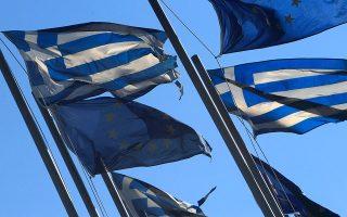 Η ελληνική οικονομία φαίνεται να βρίσκεται σε «παγίδα χαμηλής μεγέθυνσης», η οποία επιβαρύνθηκε έτι περαιτέρω από τις δραστικές περικοπές των δημοσίων επενδύσεων και το υψηλό πολιτικό ρίσκο λόγω της αλλοπρόσαλλης πολιτικής της προηγούμενης κυβέρνησης.