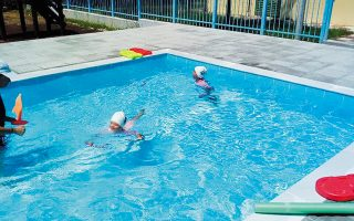 Η πισίνα είναι ειδική για τις ανάγκες της θεραπείας αποκατάστασης. Εχει βάθος έως 1,20 μ., μήκος 11 μ. και πλάτος 4,5 μ.