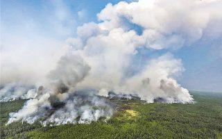 Ανυπολόγιστη καταστροφή από τις πυρκαγιές που έχουν κάψει εκατομμύρια στρέμματα στην Αρκτική, όπου φέτος καταγράφονται πρωτοφανείς υψηλές θερμοκρασίες.