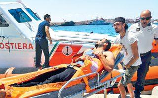 Ενας από τους ανθρώπους που πήδηξαν χθες στη θάλασσα από το σκάφος της Open Arms. «Πρόκειται για έκτακτη ανάγκη», είπε ο εισαγγελέας του Ακράγαντα.