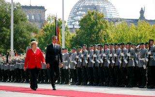 German Chancellor Angela Merkel and Greece's Prime Minister Kyriakos Mitsotakis review the honour guard during a welcome ceremony at the Chancellery in Berlin, Germany, August 29, 2019.   REUTERS/Axel Schmidt