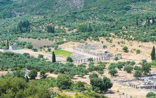 Η αρχαία Μεσσήνη εκτείνεται στους πρόποδες της Ιθώμης.