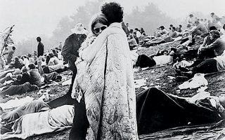 Μισό εκατομμύριο νέοι παρακολούθησαν το μουσικό τριήμερο, περπάτησαν πολλά χιλιόμετρα υπό βροχή, κοιμήθηκαν στις λάσπες και στα πορτ μπαγκάζ των αυτοκινήτων.