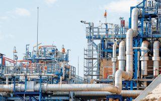 Οι τρεις εταιρείες που μετέχουν στην κοινοπραξία Senfluga ελέγχουν το 66% του ΔΕΣΦΑ (στη φωτογραφία, οι εγκαταστάσεις της Ρεβυθούσας) και είναι επίσης μέτοχοι της εταιρείας Διαδριατικός Αγωγός Φυσικού Αερίου (ΤΑP).