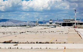 Η συνεδρίαση του Κεντρικού Συμβουλίου Νεωτέρων Μνημείων αφορούσε τα κτίρια που βρίσκονται εντός της έκτασης του πρώην αεροδρομίου και τους περιορισμούς που υφίστανται για την υλοποίηση της επένδυσης, καθώς έχουν χαρακτηριστεί «νεότερα μνημεία».