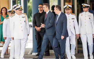 Ο Κυρ. Μητσοτάκης κατά την επίσκεψή του στο υπουργείο Ναυτιλίας σημείωσε ότι η κυβέρνηση θα ενισχύσει επιχειρησιακά το Λιμενικό Σώμα και θα αναβαθμίσει τη δυνατότητα της χώρας να φυλάσσει αποτελεσματικά τα θαλάσσια σύνορά της.