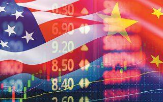 Οι οικονομολόγοι, όμως, διαβλέπουν πολλούς κινδύνους με σημαντικότερους όσους απορρέουν από τον σινοαμερικανικό εμπορικό πόλεμο.