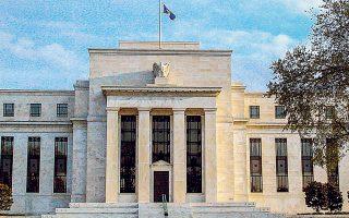 Oι επιθέσεις του προέδρου Τραμπ κατά της αμερικανικής κεντρικής τράπεζας γίνονται ολοένα και πιο συχνές. «Η οικονομία μας είναι πολύ ισχυρή παρά την τρομακτική έλλειψη οράματος από τον Τζέι Πάουελ και τη Fed», έγραψε ο Τραμπ στο Twitter στις αρχές της εβδομάδας. Ο Αμερικανός πρόεδρος ζητεί από τη Fed μείωση επιτοκίων κατά 100 μονάδες βάσης και νέο γύρο ποσοτικής χαλάρωσης.