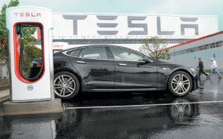 «Δεν υπάρχει ασφαλέστερο όχημα ανάμεσα σε αυτά που αξιολογήθηκαν με πέντε αστέρια», έγραψε η Εθνική Υπηρεσία Οδικής Ασφάλειας σε μήνυμα προς την Tesla.