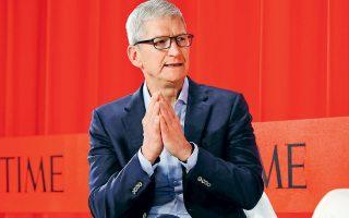 Τις στρεβλώσεις στο παγκόσμιο εμπόριο υπέδειξε πρόσφατα ο διευθύνων σύμβουλος της Apple, Τιμ Κουκ, στον πρόεδρο των ΗΠΑ Ντόναλντ Τραμπ. Σε δείπνο που πραγματοποιήθηκε την περασμένη Παρασκευή, ο Κουκ μίλησε για τη μειονεκτική θέση που θα έχουν τα προϊόντα της Apple που παράγονται στην Κίνα  σε σχέση με αυτά της Samsung.