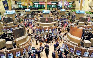 Με θετικό πρόσημο κινείτο η Wall Street λίγο πριν από το κλείσιμό της, μετά τη δημοσιοποίηση των πρακτικών από τη συνεδρίαση της Ομοσπονδιακής Τράπεζας των ΗΠΑ (Fed) στα τέλη Ιουλίου, καθώς αυτά αποκαλύπτουν πως συζητήθηκε πιο επιθετική μείωση του κόστους δανεισμού από τις 25 μονάδες βάσης που ανακοινώθηκαν τελικά.