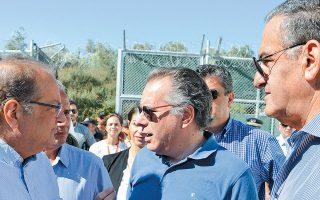 «Τους τελευταίους μήνες έχει δημιουργηθεί ένας νέος «διάδρομος» μεταξύ Αλεξανδρούπολης και Σαμοθράκης», λέει ο κ. Κουμουτσάκος, ο οποίος την Παρασκευή επισκέφθηκε τον καταυλισμό (φωτ.) του Κέντρου Υποδοχής και Ταυτοποίησης της Μόριας.