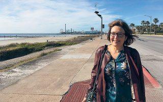 Η μεσόκοπη βιολόγος Σούζαν Ιτον βγήκε για τρέξιμο στο Κολυμπάρι Χανίων, τον περασμένο μήνα, γύρω στις  3 μ.μ. Βιάσθηκε και σκοτώθηκε από έναν νεαρό. Πόσο πιο «προσεκτική» να είναι μια γυναίκα από το να κάνει τζόκινγκ νωρίς το απόγευμα;