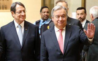 Ο Γενικός Γραμματέας του ΟΗΕ Αντόνιο Γκουτέρες (Δ) και ο  Πρόεδρος της Κυπριακής Δημοκρατίας Νίκος Αναστασιάδης (Α) φωτογραφίζονται, κατά τη διάρκεια της διάσκεψης, την Πέμπτη 12 Ιανουαρίου 2017. Διεθνής  διάσκεψη για την Κύπρο υπό τον Γενικό Γραμματέα του ΟΗΕ Αντόνιο Γκουτέρες που αφορά το θέμα της ασφάλειας και των εγγυήσεων, στο Παλάτι των Εθνώνστη Γενεύη με τη συμμετοχή του Προέδρου της Κυπριακής Δημοκρατίας Νίκου Αναστασιάδη,  του ηγέτης της Τουρκοκυπριακής κοινότητας Μουσταφά Ακιντζί, του Ειδικού Συμβούλου του ΓΓ του ΟΗΕ για την Κύπρο Έσπεν Μπαρθ Έιντε και των εκπροσώπων των εγγυητριών δυνάμεων, Ελλάδας, Τουρκίας και Ηνωμένου Βασιλείου. ΑΠΕ-ΜΠΕ/ ΚΥΠΕ/ΚΑΤΙΑ ΧΡΙΣΤΟΔΟΥΛΟΥ