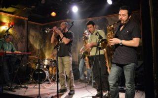 Η τζαζ σκηνή δίνει και φέτος ραντεβού στο Ναύπλιο, στο φιλόξενο Fougaro, που για έβδομη συνεχή χρονιά προσκαλεί μουσικούς από την Ελλάδα αλλά και το εξωτερικό για ένα διήμερο που πλέον έχει γίνει θεσμός για την πόλη. Την Παρασκευή 13 και το Σάββατο 14 Σεπτεμβρίου θα υποδεχθεί πέντε σχήματα και είκοσι επτά μουσικούς που εκπροσωπούν πολλές από τις σύγχρονες τάσεις της τζαζ.